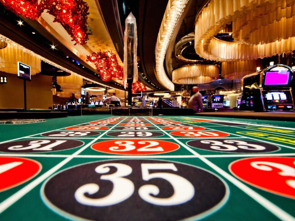 Casino en ligne : Peut-on jouer contre ses amis ?